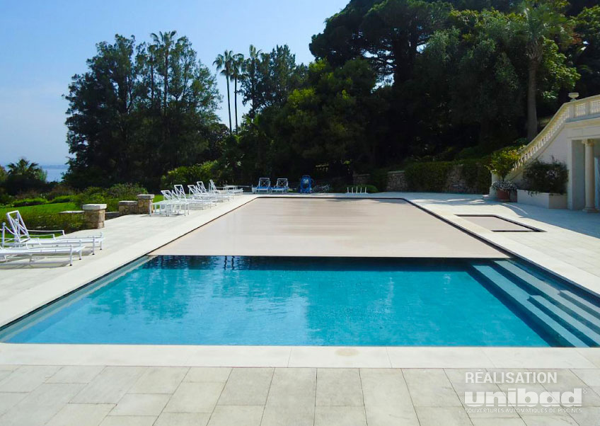Volets de piscine immerg s unibad for Piscine avec volet integre