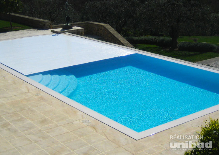 Volet de piscine volet automatique hors sol perseo with for Budget piscine coque