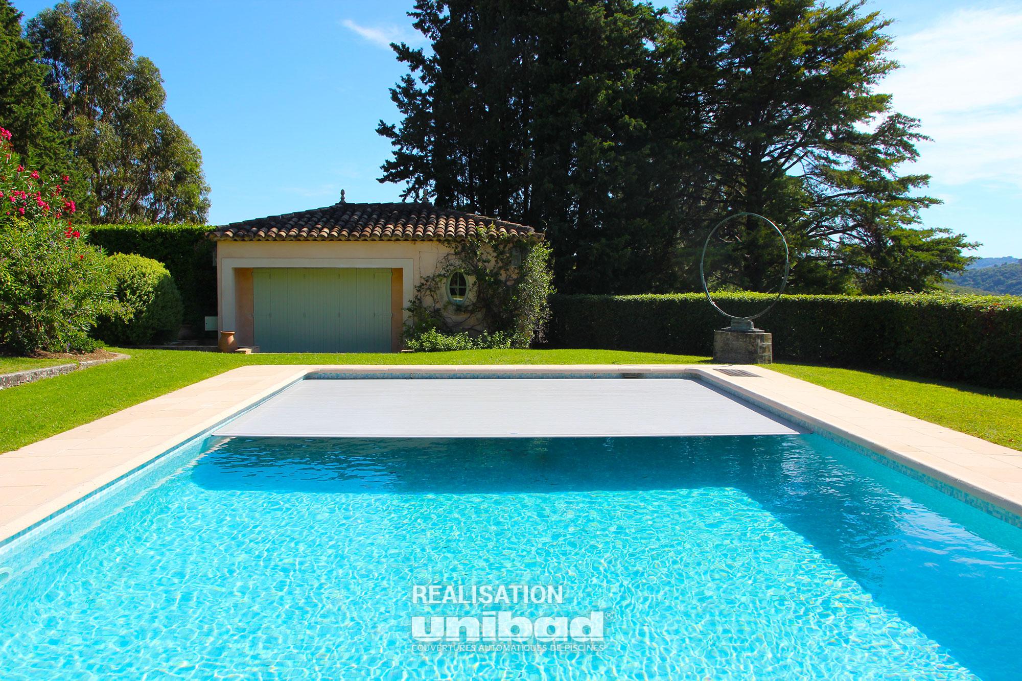 r alisation d un volet roulant int gr dans le volume de la piscine nice unibad. Black Bedroom Furniture Sets. Home Design Ideas
